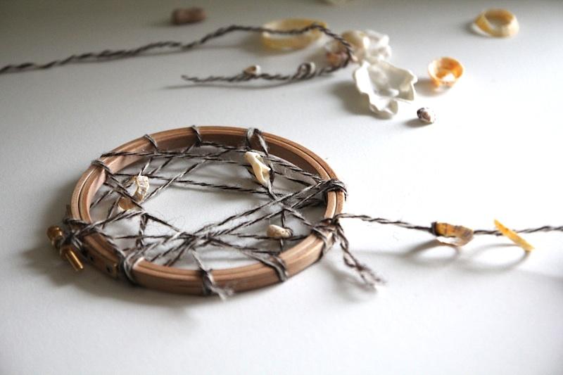 DIY dreamcatcher coquillages (via wonderfulbreizh.fr)