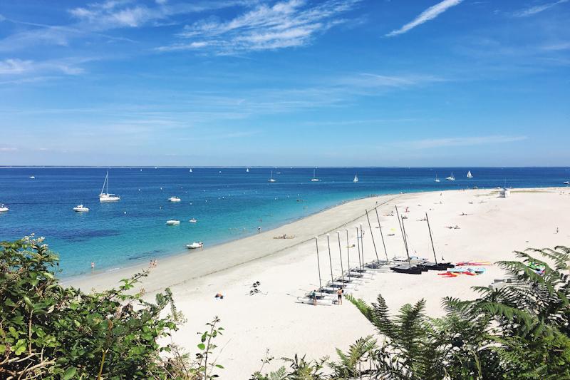 plage des grands sables sur l'île de Groix (via wonderfulbreizh.fr)