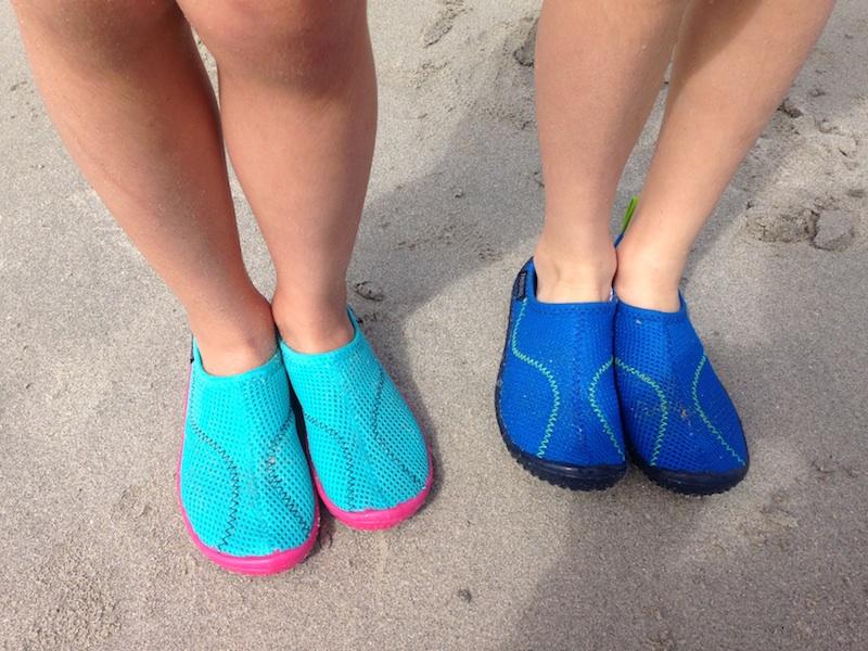 Lycras anti-UV et aquashoes enfant Tribord (via wonderfulbreizh.fr)