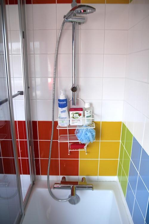 rainbow_bathroom12