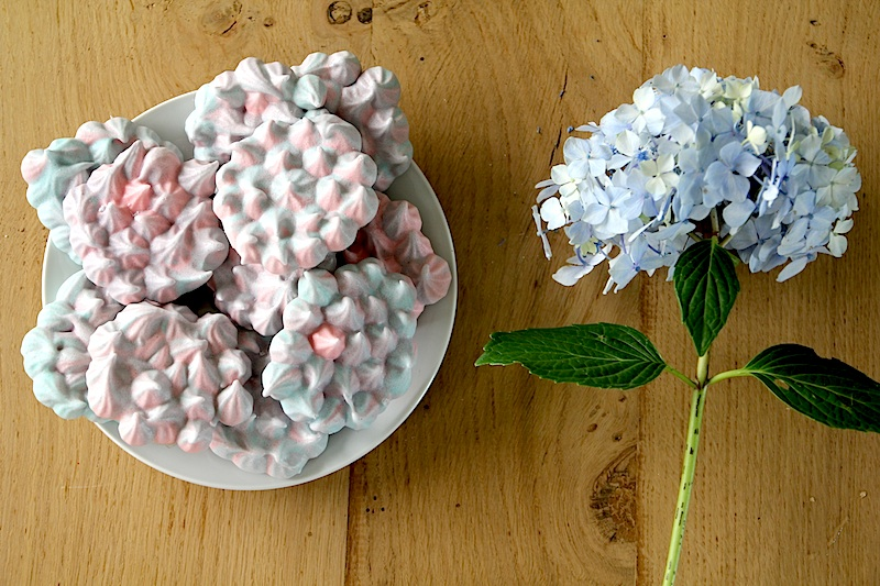 Meringues hortensias via Wonderful Breizh